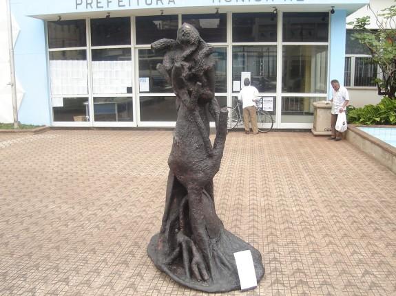 Grito Ecológico I - escultura em metal, fibra celulósica e cimento. 210X130X120cm